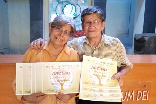 Alumnos del Instituto Verbum Dei completan los 8 diplomados